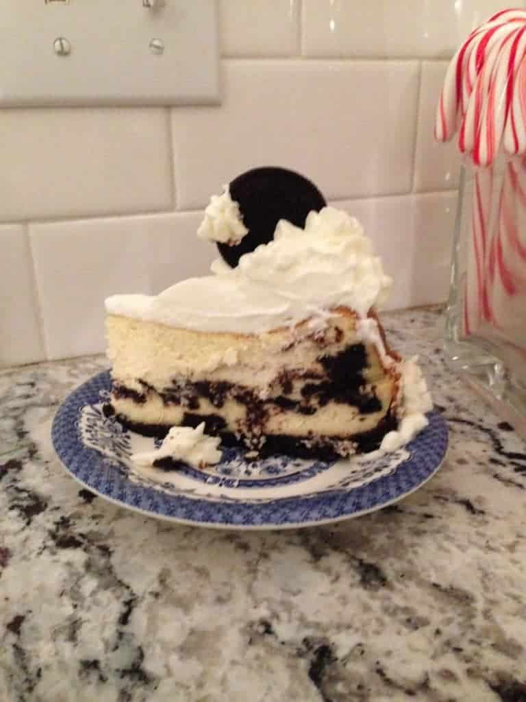 Cookies and cream cheesecake-how to make stabilized whipped cream