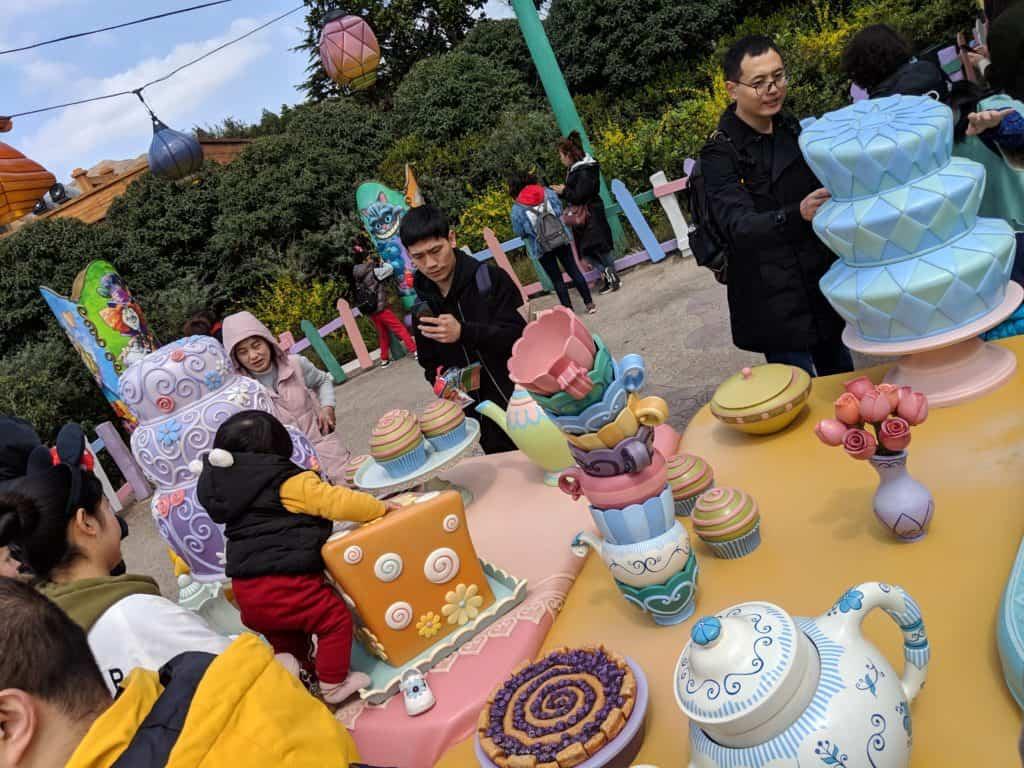 Shanghai Disneyland Review; Alice in Wonderland Maze